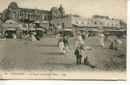 CPA : HOULGATE : Le Casino Et Le Grand Hôtel : Des Personnes Sur La Plage - Houlgate