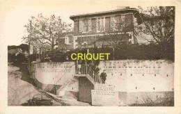 Marseille, Hotel Restaurant Au Bien Etre, Animation Sur L'escalier, Vieux Tacot, Cliché Peu Courant - Marseilles