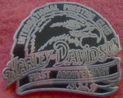 Harley Davidson  Pin´s (pin Pins) INTERNATIONAL PRESTIGE CLUB  1er Anniversaire 23 Juin 1991 - Motorräder