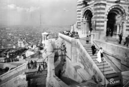 "Bellissima Cartolina   Di Marseille  "" Basilique Notre - Dame De La Garde "" - Notre-Dame De La Garde, Funicolare E Vergine"