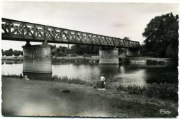 CPSM 35 MESSAC GUIPRY  La Vilaine Et Le Pont De Chemin De Fer De Ploërmel  Femme Pêcheur - Autres Communes