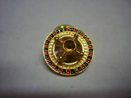 1 PIN´S ROULETTE DE CASINO - Pin's (Badges)