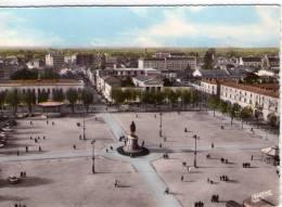 La Roche-sur-Yon..très Animée..la Place Napoléon..voitures - La Roche Sur Yon