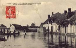 Crue D'Octobre 1907 DECIZE Le Service En Barque Dans Le Boulevard Guy-Coquille - Decize