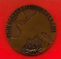 """BELGIQUE """"UNIS DANS L'AMITIE POUR LA PAIX - FNCPG"""" - Revers """"Mme LEMPEREUR  7/8 JUIN 1975 - 30me ANNIVERSAIRE"""" - Jetons & Médailles"""
