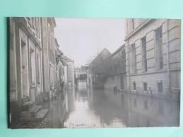 MONTEREAU - Rue Des Recollets Pendant Les Inondations Le 20 Janvier 1910 - Montereau
