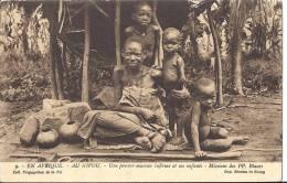 Co Afrique Au KIVOU Une Pauvre Maman Infirmeet Ses Enfants Missions Pp Blancs Paris 20 Rue Cassette - Rwanda