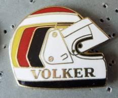 PIN´S CASQUE F1 FORMULA ONE USA PILOTE VOLKER EGF MFS GRAND MODELE FOND OR - F1