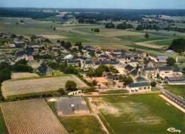 Denezé-sous-Doué..belle Vue Aérienne Du Bourg....Le Stade..terrain De Foot..carte RARE - Otros Municipios