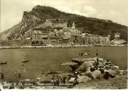 Portovenere (Golfo Di La Spezia): Panorama. Cartolina B/n Anni ´50 (animata, Ombrellone, Barche A Remi, Bagnanti) - La Spezia