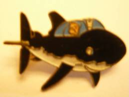 TINTIN Pin's (pin, Pins) Corner Ancien Requin Avec Fermoir à Ressort Et Boite - Pins