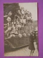 """Unique Photo-carte ; Versailles Char Corso Fleuri Identifié Grace Aux écharpes """" L Elan Versaillais """" 1925 - Versailles"""