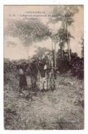 AFRIQUE/CONGO-BELGE/Indig ènes Rapportant Du Bois De La Fôret/Réf:2997 - Congo Belge - Autres