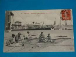 62) Calais  - N° 52 - Pecheurs Raccommodant Leurs Filets - Année 1911 - EDIT - G.B.L - Calais