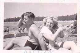 21006- 2 Photo Originale  8x5cm Belgique Hofstade -amoureux Campeur Randonnée Vers 1950 - Plage Bain - Lieux