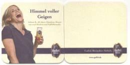 Gaffel Kölsch. Himmel Voller Geigen. Juliane K., 30 Jahre, Hausfrau, Mutter Von Zwei Kindern Und Gaffelfreundin. - Sous-bocks