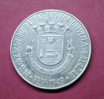 PORTUGAL - BARCELOS - ANO XXII DA REVOLUÇÃO NACIONAL - INAUGURAÇÃO DO BAIRRO DR. OLIVEIRA SALAZAR 1949 MEDAL. - Tokens & Medals