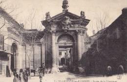 30 / VILLENEUVE LES AVIGNON / ENTREE DE LA CHARTREUSE DU VAL BENITE / ANIMEE - Villeneuve-lès-Avignon