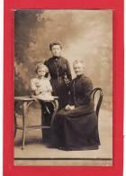 PHOTOGRAPHIES / CARTE PHOTO / La Grand Mère, La Fille Et La Petite Fille - Photographie
