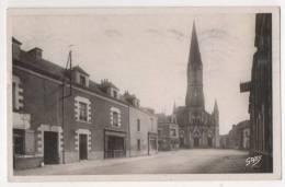 CARQUEFOU - L'Eglise Et La Place - Carquefou