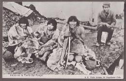Chile   Indios  En La TIERRA Del FUEGO     Ce193 - Chile