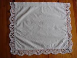 Napperon Ou Pièce De Taie Ancienne Coton Blanc Dentelle Aux Fuseaux. Voir Photos. - Tablemates