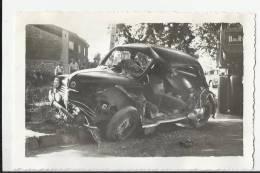 PHOTO ACCIDENT DE VOITURE A ROQUEVAIRE , 1956 . FORMAT 9 X 14 - Automobiles
