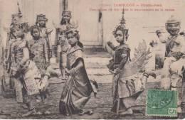 PHNOM PENH. Danseuses Du Roi Dans Le Mouvement De La Danse - Cambodge