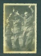 Photo Prisonniers Allemands 1945, Format 62 X 91mm - Marcophilie (Lettres)
