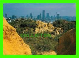 JOHANNESBURG, SOUTH AFRICA - VIEW OF THE CITY SKYLINE AND GOLD MINE DUMPS -WAYRON POSTCARDS DIST - - Afrique Du Sud