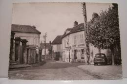 AVILLY -SAINT LEONARD - Place De L´eglise - Frankreich