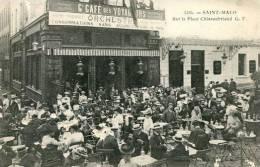 N°25374 -cpa Saint Malo -sur La Place Châteaubriand- Café Des Voyageurs- - Cafés
