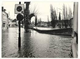 Vendôme (41) : Limite Des Quartiers Inondés Lors De L'inondations  En Avril 1983 (animée) PHOTOGRAPHIE RARE. - Photos