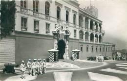 Principauté De MONACO - Relève De La Garde Au Palais De S.A.S. Le Prince De Monaco (Ed. Palais De Monaco, 1-166) - Non Classés