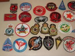 Lot De 50 Ecussons Tissu Brode Militaire A Saisir (tous En Photo) - Ecussons Tissu