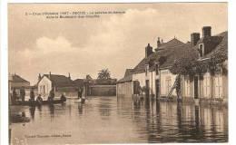 DECIZE - NIEVRE - CRUE D'OCTOBRE 1907 - LE SERVICE EN BARQUE DANS LE BOULEVARD GUY COQUILLE - INONDATION - CATASTROPHE - Decize