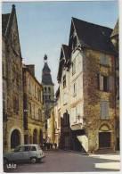 Sarlat (Dordogne) - Place Et Rue De La Liberté: RENAULT 4 - Passenger Cars