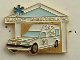 Pin´s MERCEDES - SERVICE AMBULANCIER 42 - Mercedes
