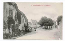 CPA 50 LONGUEVILLE La Place Animée - France