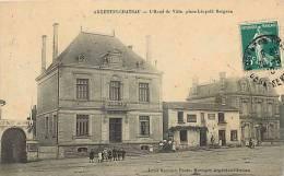 deux sevres -ref A133-argenton chateau -l hotel de ville -place leopold bergeon   -carte bon etat  -