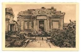 Indochine   Cambodge Angkor-Vat Cour Du Deuxième étage (+300 CPA Sur L'Indochine En Cours) - Cambodge