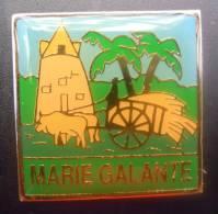 PIN´S - Ile De La Guadeloupe Marie Galante Boeuf Et Charette - RARE - Pim´s Pins Pims - Steden