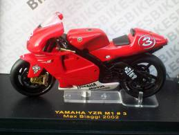 IXO - YAMAHA  YZR M1 MAX BIAGGI 2002  AVEC SA BOITE Scala 1/24 - Motos