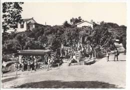 Ile Du Levant - Place Du Village à Héliopolis (cité Naturiste) - France