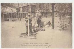 PARIS 16ème - LA CRUE DE LA SENE 1910 - RADEAU IMPROVISE RUE VAN LOO - 2 SCANS - - Distretto: 16