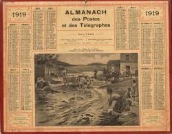 ALMANACH DES POSTES ET TELEGRAPHES 1919 - ARTILLEURS AU REPOS LAVANT LEUR MATERIEL DANS UN VILLAGE DE LA MEUSE. - Calendriers
