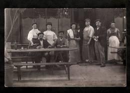 Carte Photo - Bar Auberge Restaurant - Serveurs & Clients Scène De Café Serveur Circa 1910 - Sonstige Gemeinden