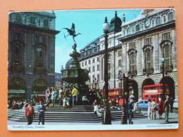 E1-Royaume-unis-angleterr E-london-piccadilly-circu S-animee-autobus-statue - Piccadilly Circus