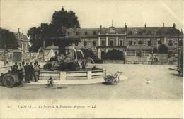 19k - 10 - Troyes - Aube - Le Lycée Et La Fontaine Argence - Troyes