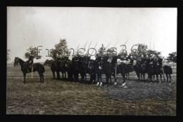 Militaria Cavalerie Dragons Avec épées Et Lances - RARE CARTE PHOTO - Regiments